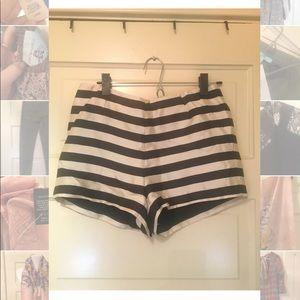 Dolce Vita black and cream mid rise shorts